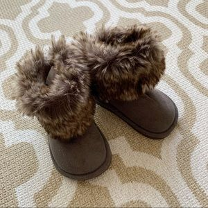 H&M baby fur boots Size 4-5